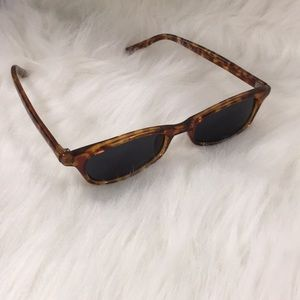 New Pair of Fashion Sunglasses with pouch